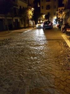 Automobili in transito la sera