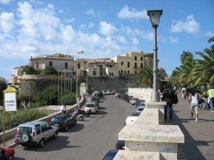 Borgo_medievale_da_lungomare