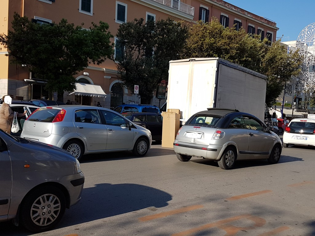 ILU pela Piazza parcheggio selvaggio20160506_180147