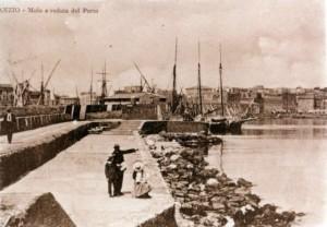 Anzio antica, molo e veduta del porto